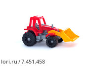 Игрушечный трактор на белом фоне (2015 год). Редакционное фото, фотограф Ноева Елена / Фотобанк Лори