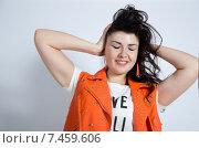 Красивая девушка держится за голову. Стоковое фото, фотограф Эллина Туровская / Фотобанк Лори