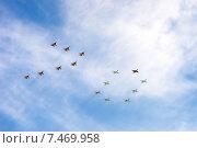 Купить «Воздушный парад в честь празднования Дня Победы», фото № 7469958, снято 9 мая 2015 г. (c) Павел Лиховицкий / Фотобанк Лори
