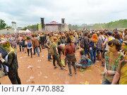 Купить «MOSCOW, RUSSIA - MAY 23, 2015: Фестиваль красок Холи в Лужниках», фото № 7470882, снято 23 мая 2015 г. (c) Володина Ольга / Фотобанк Лори