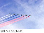 Купить «Воздушный парад в честь празднования Дня Победы», фото № 7471134, снято 9 мая 2015 г. (c) Павел Лиховицкий / Фотобанк Лори