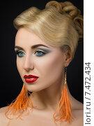 Купить «Красивая девушка с современным ярким макияжем», фото № 7472434, снято 24 мая 2019 г. (c) Людмила Дутко / Фотобанк Лори