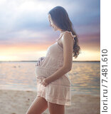 Купить «happy pregnant woman in chemise», фото № 7481610, снято 10 февраля 2015 г. (c) Syda Productions / Фотобанк Лори
