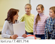 group of school kids with teacher in classroom. Стоковое фото, фотограф Syda Productions / Фотобанк Лори