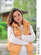 Купить «Портрет красивой молодой девушки в беседке в летнем парке», фото № 7482930, снято 15 мая 2015 г. (c) Володина Ольга / Фотобанк Лори
