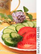 Купить «Салат из свежих помидоров и огурцов», эксклюзивное фото № 7484886, снято 26 мая 2015 г. (c) Яна Королёва / Фотобанк Лори
