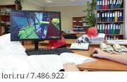 Купить «Разработка и проектирование объемной модели по бумажным чертежам, человек за работой», видеоролик № 7486922, снято 6 апреля 2015 г. (c) Кекяляйнен Андрей / Фотобанк Лори