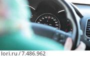 Купить «Спидометр автомобиля с показанием около 120 км в час», видеоролик № 7486962, снято 23 марта 2015 г. (c) Кекяляйнен Андрей / Фотобанк Лори