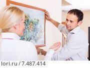 Купить «Family choosing place for picture», фото № 7487414, снято 24 января 2020 г. (c) Яков Филимонов / Фотобанк Лори