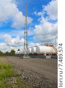 Нефтебаза. Стоковое фото, фотограф astrozebra / Фотобанк Лори