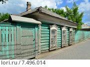 Купить «Деревянный жилой дом в Коломне Московской области», эксклюзивное фото № 7496014, снято 30 мая 2015 г. (c) lana1501 / Фотобанк Лори