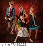 Купить «Семья рок-музыкантов», фото № 7496222, снято 19 апреля 2015 г. (c) Алексей Кузнецов / Фотобанк Лори