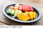 Купить «plate of fresh juicy fruits at asian restaurant», фото № 7497274, снято 14 февраля 2015 г. (c) Syda Productions / Фотобанк Лори