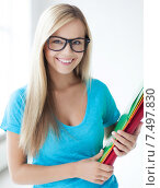 Купить «smiling student with folders», фото № 7497830, снято 30 марта 2013 г. (c) Syda Productions / Фотобанк Лори