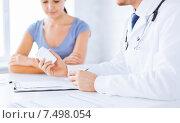 patient and doctor prescribing medication. Стоковое фото, фотограф Syda Productions / Фотобанк Лори