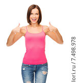 Купить «woman in blank pink tank top», фото № 7498978, снято 25 июля 2013 г. (c) Syda Productions / Фотобанк Лори