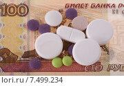 Купить «Лечение: Деньги и таблетки», фото № 7499234, снято 1 мая 2015 г. (c) Литвяк Игорь / Фотобанк Лори