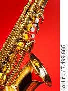 Купить «Альт-саксофон на красном фоне», фото № 7499866, снято 23 февраля 2015 г. (c) Сергей Новиков / Фотобанк Лори
