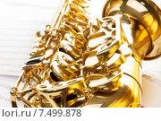 Купить «Блестящие золотые кнопки и раструб альтового саксофона», фото № 7499878, снято 23 февраля 2015 г. (c) Сергей Новиков / Фотобанк Лори