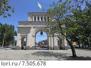 Купить «Триумфальная арка (Тифлисские ворота) в Ставрополе», эксклюзивное фото № 7505678, снято 28 мая 2015 г. (c) Алексей Гусев / Фотобанк Лори