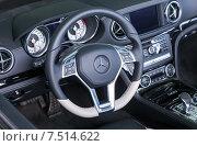 Купить «Внутренний вид автомобиля Mercedes-Benz», фото № 7514622, снято 26 июня 2019 г. (c) FotograFF / Фотобанк Лори