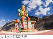 Купить «Гигантская статуя Будды Майтрейи в долине Нубра в Гималаях в Индии солнечным летним днём на фоне синего неба», фото № 7523710, снято 22 июня 2012 г. (c) Олег Иванов / Фотобанк Лори