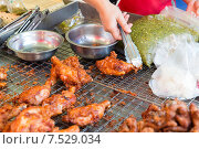 Купить «close up of cook hand with tongs grilling chicken», фото № 7529034, снято 7 февраля 2015 г. (c) Syda Productions / Фотобанк Лори
