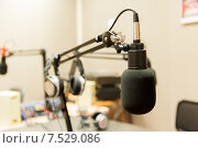Купить «microphone at recording studio or radio station», фото № 7529086, снято 8 апреля 2015 г. (c) Syda Productions / Фотобанк Лори