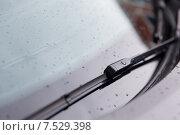 Купить «close up of windshield wiper and wet car glass», фото № 7529398, снято 28 марта 2015 г. (c) Syda Productions / Фотобанк Лори