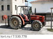 Купить «Сельские зарисовки-трактор в деревне», фото № 7530778, снято 7 апреля 2007 г. (c) Робул Дмитрий / Фотобанк Лори
