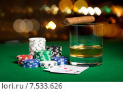 Купить «close up of chips, cards whisky and cigar on table», фото № 7533626, снято 17 октября 2014 г. (c) Syda Productions / Фотобанк Лори