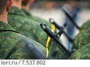 Солдаты в военной форме с винтовками. Стоковое фото, фотограф Alexey Matushkov / Фотобанк Лори