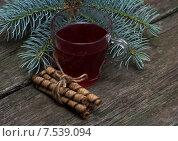 Натюрморт - стакан чая с печеньем под новогодней елкой. Стоковое фото, фотограф Serghei Poberejniuc / Фотобанк Лори