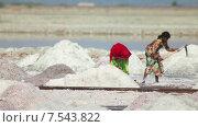 Купить «Добыча соли», видеоролик № 7543822, снято 19 ноября 2012 г. (c) Игорь Жоров / Фотобанк Лори