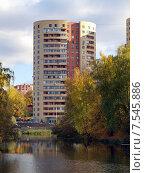 Современные многоэтажные жилые дома в городе Троицке осенью (2014 год). Стоковое фото, фотограф SevenOne / Фотобанк Лори
