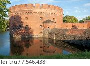 Купить «Башня Дер-Дона (Der Dona), ров с водой вокруг башни,  город Калининград. До 1946 года Кёнигсберг», эксклюзивное фото № 7546438, снято 7 июня 2015 г. (c) Svet / Фотобанк Лори