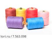 Купить «Катушки с разноцветными нитками на белом фоне», эксклюзивное фото № 7563098, снято 14 июня 2015 г. (c) Яна Королёва / Фотобанк Лори
