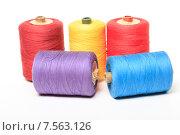 Купить «Катушки с разноцветными нитками на белом фоне», эксклюзивное фото № 7563126, снято 14 июня 2015 г. (c) Яна Королёва / Фотобанк Лори