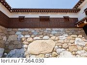 Купить «Огромный камень Канбэ-иси в стене замка Имабари, о. Сикоку, Япония. Назван в честь Канбэ Ватанабэ, руководившего строительством», фото № 7564030, снято 21 мая 2015 г. (c) Иван Марчук / Фотобанк Лори