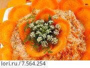 Купить «Цветок моркови на салате из моркови и чеснока», эксклюзивное фото № 7564254, снято 15 июня 2015 г. (c) Blekcat / Фотобанк Лори