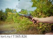 Купить «Старинный пистолет с ударно-кремнёвым замком восемнадцатого и девятнадцатого веков», фото № 7565826, снято 15 сентября 2014 г. (c) Марина Володько / Фотобанк Лори