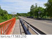 Купить «Автомобильный мост через реку Клязьму (Шапкин мост). Королев, Московской области», эксклюзивное фото № 7583210, снято 2 июня 2015 г. (c) lana1501 / Фотобанк Лори