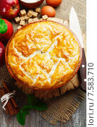 Купить «Пирог из слоеного теста», фото № 7583710, снято 3 июня 2015 г. (c) Надежда Мишкова / Фотобанк Лори