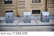 Купить «Флоренция, контейнеры для сбора мусора», фото № 7584378, снято 17 мая 2015 г. (c) Vladimirs Koskins / Фотобанк Лори