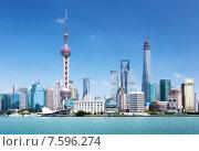 Купить «Небоскрёбы Шанхая в солнечный день, Китай», фото № 7596274, снято 23 мая 2014 г. (c) Iakov Kalinin / Фотобанк Лори
