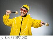Купить «Man wearing yellow suit with mic», фото № 7597562, снято 22 апреля 2015 г. (c) Elnur / Фотобанк Лори