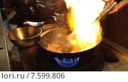 Купить «Chicken is fried in wok pan, asian cuisine», видеоролик № 7599806, снято 26 июня 2014 г. (c) Александр Подшивалов / Фотобанк Лори