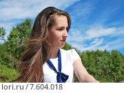 Купить «Портрет девушки на фоне зеленых деревьев и голубого неба», фото № 7604018, снято 23 июня 2015 г. (c) Ирина Здаронок / Фотобанк Лори