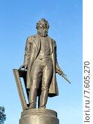 Купить «Памятник художнику И.И. Шишкину в городе Елабуге», эксклюзивное фото № 7605270, снято 24 ноября 2014 г. (c) Сергей Лаврентьев / Фотобанк Лори