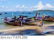 На берегу пляжа Ao Nang, г.Краби Таиланд. Редакционное фото, фотограф Виталий Булыга / Фотобанк Лори